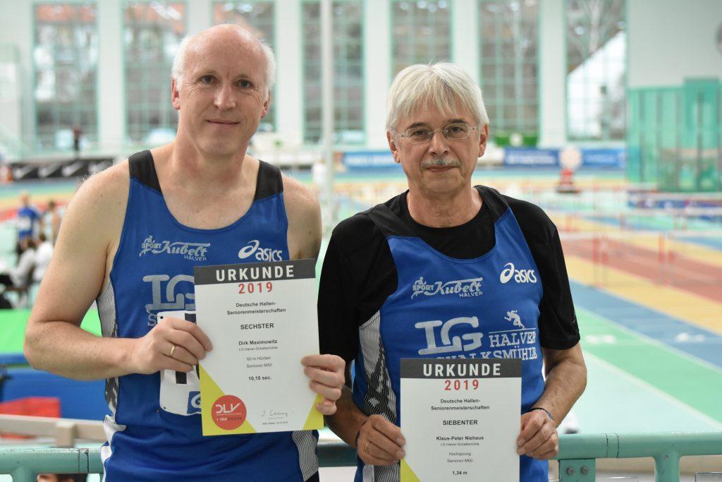 Dirk Maximowitz (l.) und Klaus-Peter Niehaus nahmen an den Deutschen Senioren-Hallenmeisterschaften in Halle an der Saale teil.